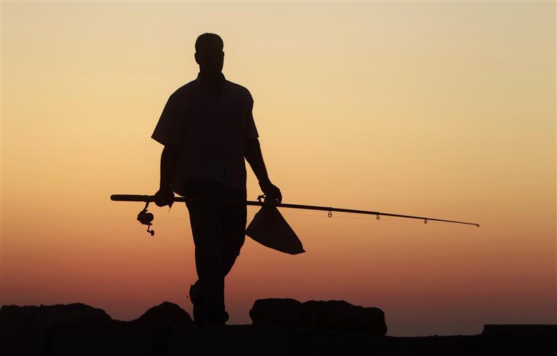 Жена заподозрила что-то неладное, когда ее муж неожиданно отправился на рыбалку. Что она делает – гениально!