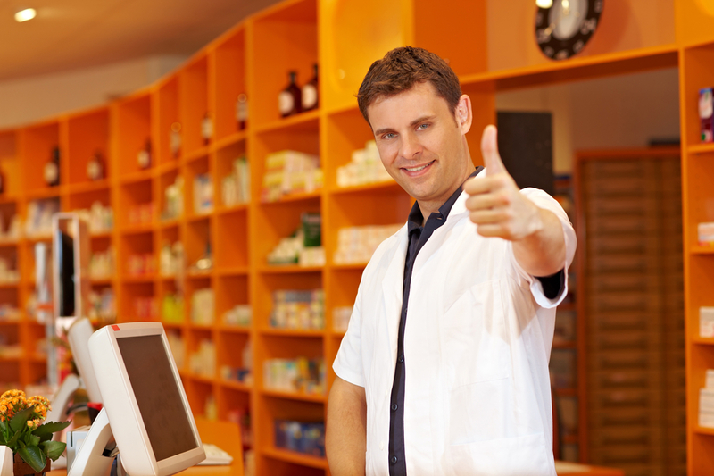 Молодой парень получил новую работу в качестве продавца. Его босс был шокирован, когда он сделал это!