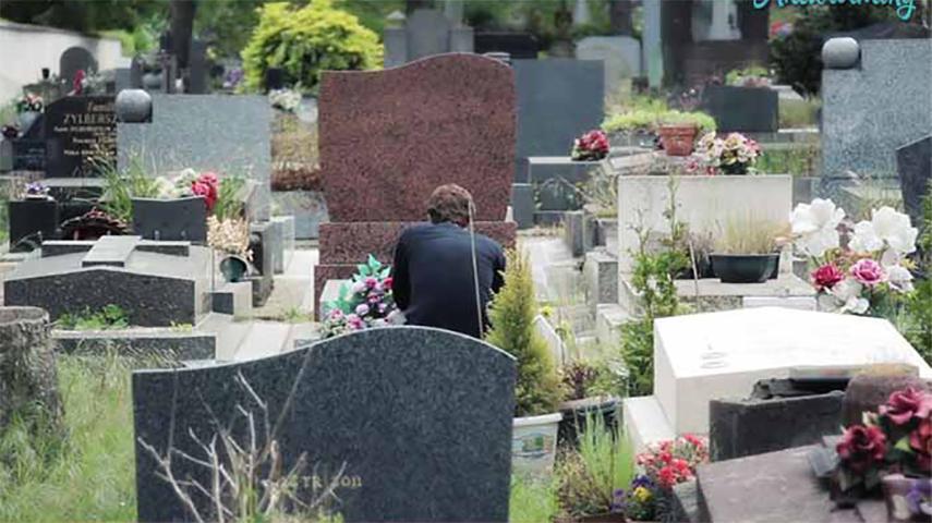 Этот мужчина шел на кладбище. Она подвезла его, и он сказал самую трогательную речь, которую она когда-либо слышала!