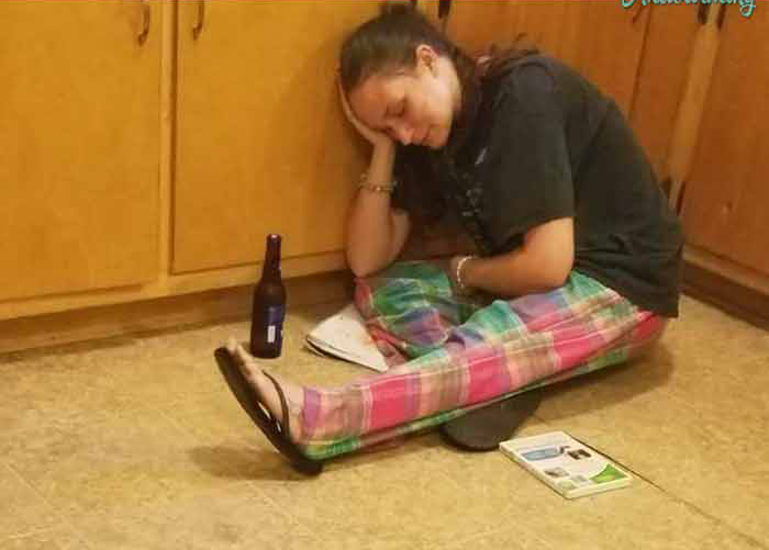 Ее восьмилетний сын сделал эту фотографию, когда у нее уже больше не осталось сил и терпения. Как она комментирует его на ФБ – бесценно!