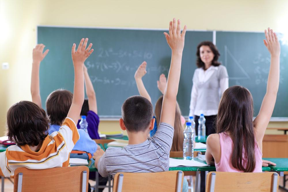 Дети практиковали правописание в школе, когда один из них сказал это!