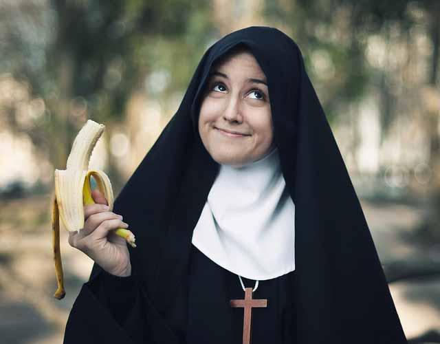 Солдат попросил монахиню защитить его, но то, что она сказала далее — просто сумасшествие!