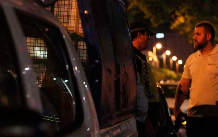 Полицейский спрашивает человека, куда он едет в 2 часа ночи. Его ответ – бесценен!