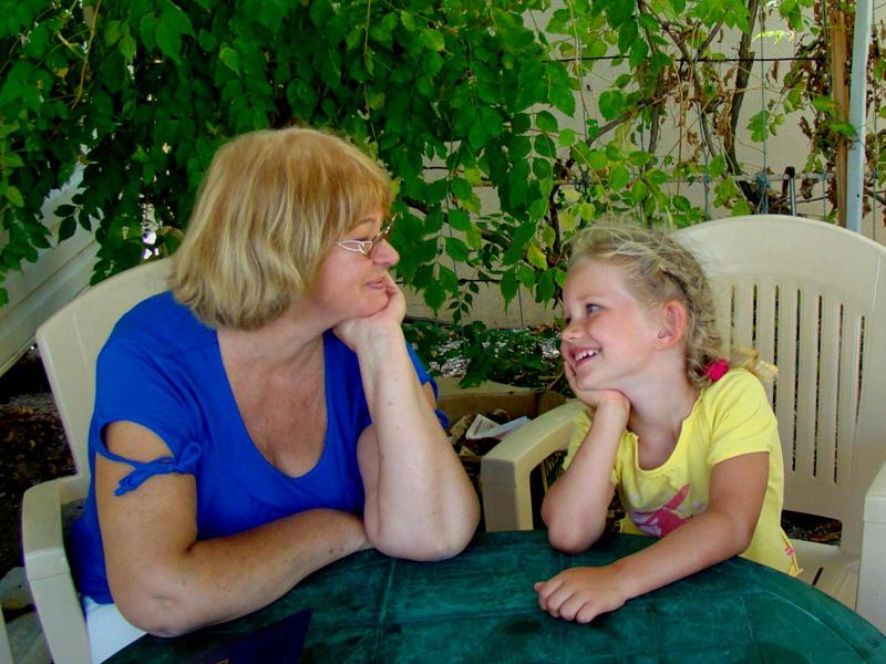 Забавный диалог между девочкой и бабушкой!