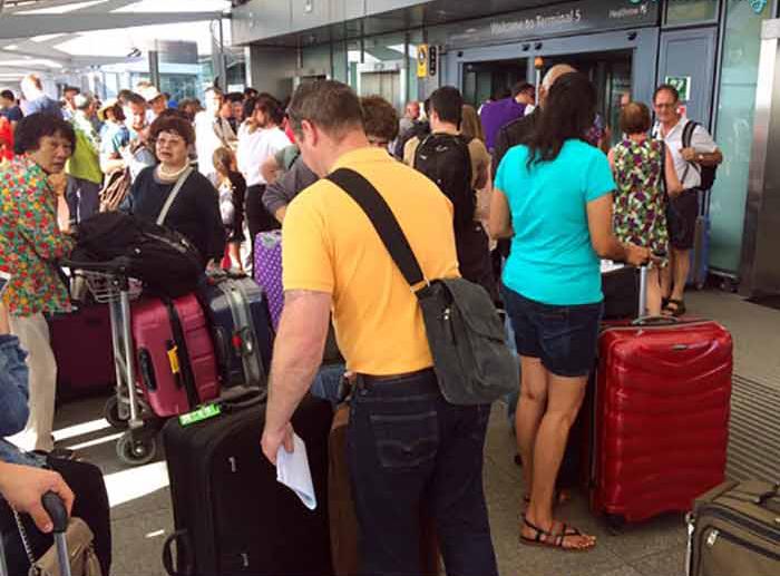 Ее рейс задержался на 3 часа, а после этого ее багаж пришел на час позже. Но она никогда не думала, что оказалось причиной!
