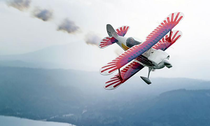 Три человека попали в авиакатастрофу и сражались за парашют. Но результат – головокружительный!
