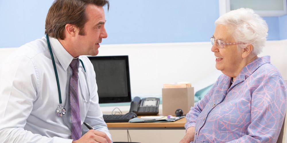 Старушка обратилась к врачу, чтобы он помог ее мужу, но она получила больше, чем рассчитывала!