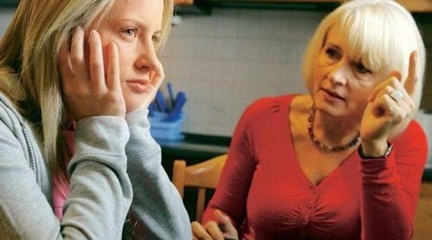 Разозленная жена звонит матери своего мужа — это слишком хорошо!