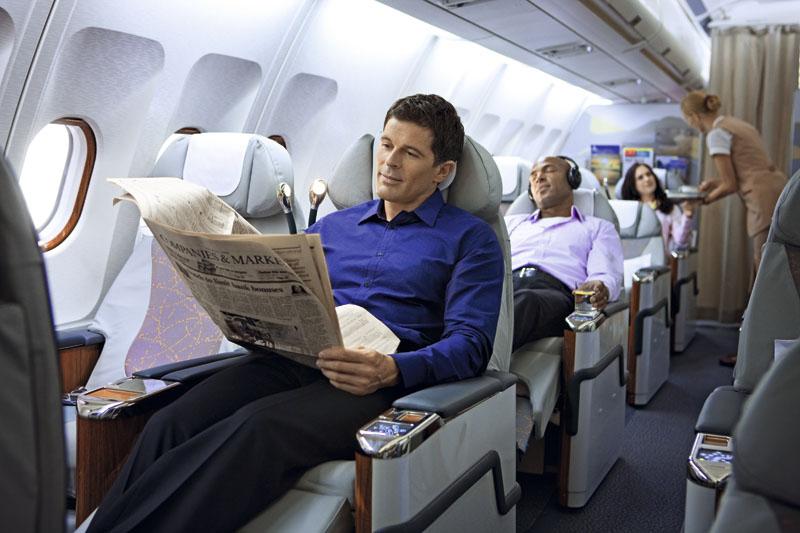 Человек, который сидел рядом с ним, беспокоил его. Что он сказал далее – умора!