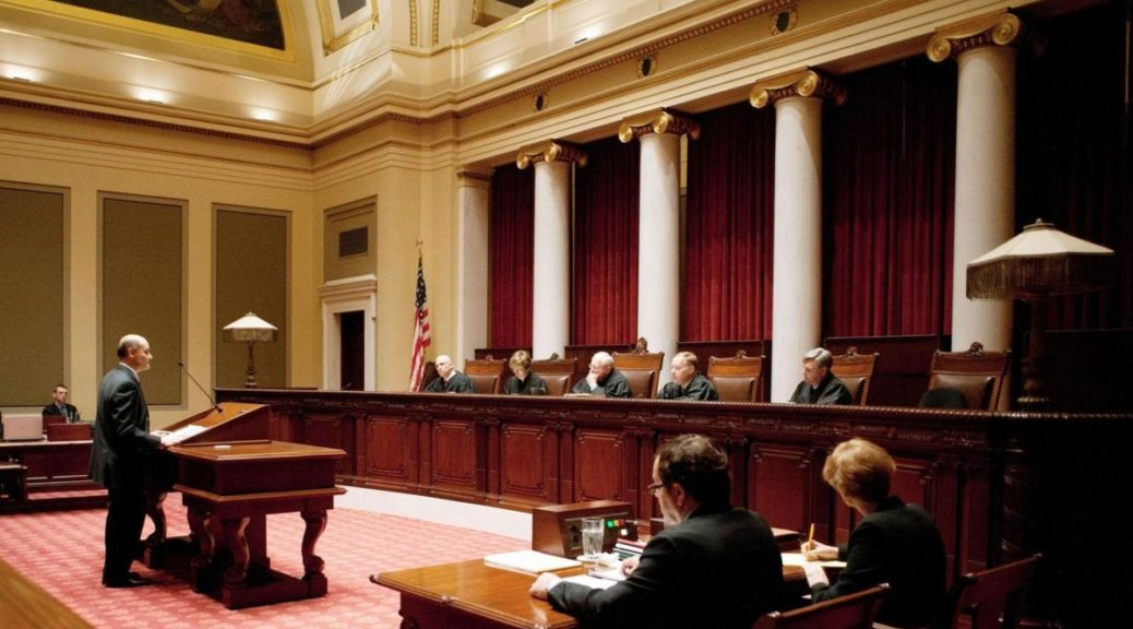 Прокурор безжалостно допрашивает свидетелей в суде, но ответ мужчины – бесценно!