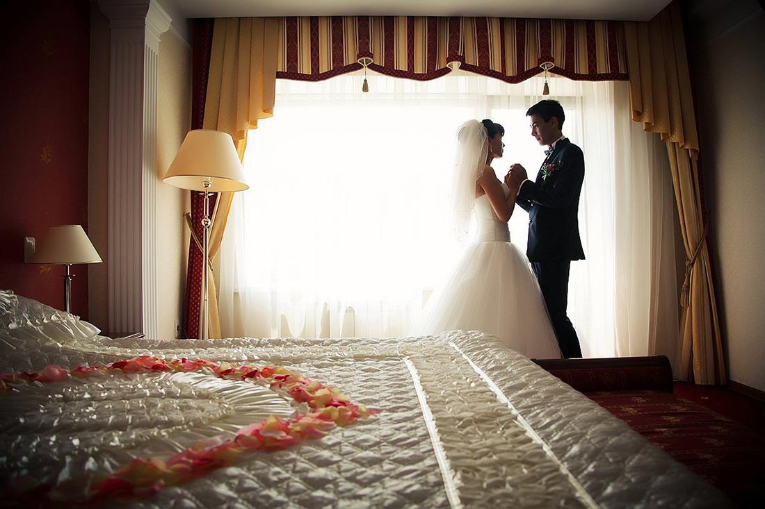 В первую брачную ночь он спросил свою невесту об ее предыдущих мужьях. Ее пояснение – уморительно!