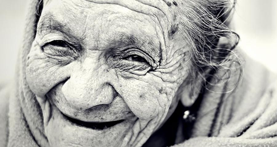 97-летняя акушерка получает одно последнее желание перед тем, как отправиться на небеса — тогда раскрывается этот секрет!