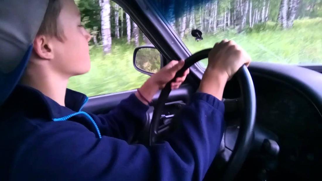 Подросток взял отца в свою первую поездку на машине, но то, что сказал папа – безупречно!