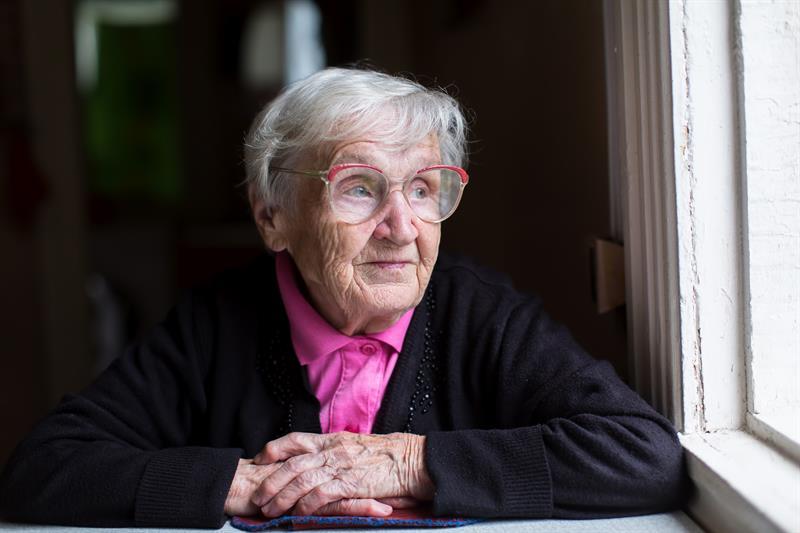 Старая леди проводит свой первый день в доме престарелых. Ее первое впечатление — так смешно!