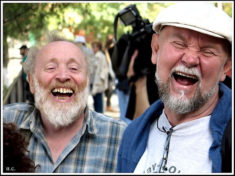 Диалог двух дедушек очень забавный!