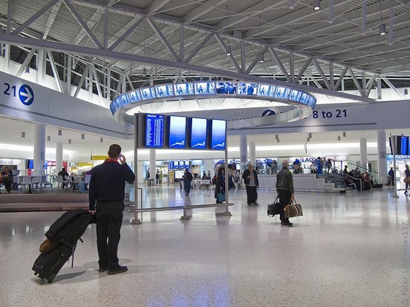 Диалог в аэропорту при паспортом контроле — поднимет ваше настроение!