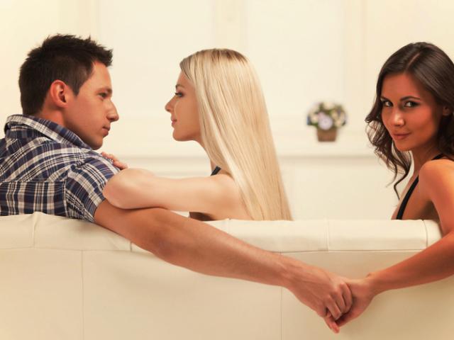 Она чувствовала, что ее парень изменяет ей. Поэтому она сделала это, чтобы заставить его признаться!