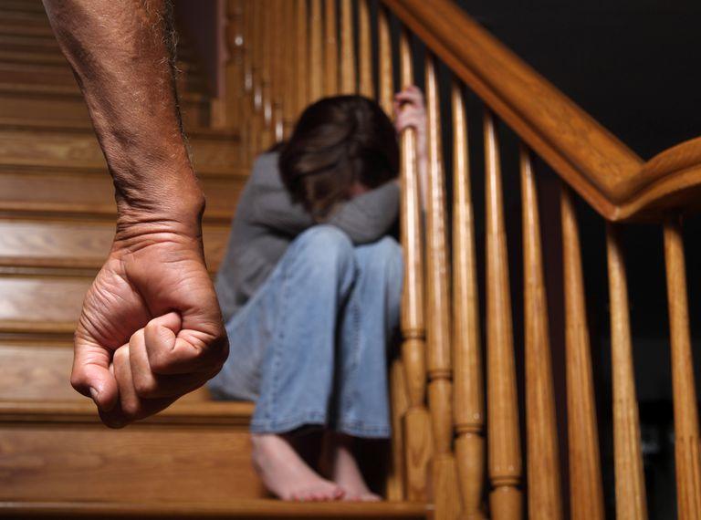 Мальчик шокирован, когда его друга избил отец. Его первая реакция заставила родителей пересмотреть свое отношение к детям!