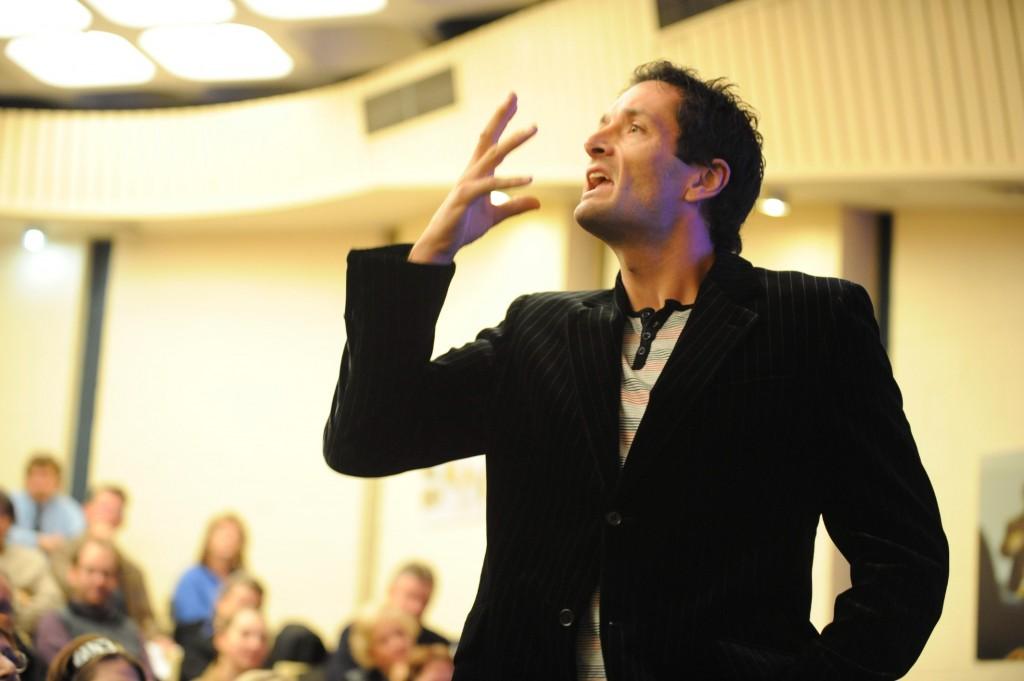 Лектор рассказал аудитории, что его лучшие дни в жизни – это дни, которые он провел с чужой женой. То, что сделал парень из аудитории – смешно!