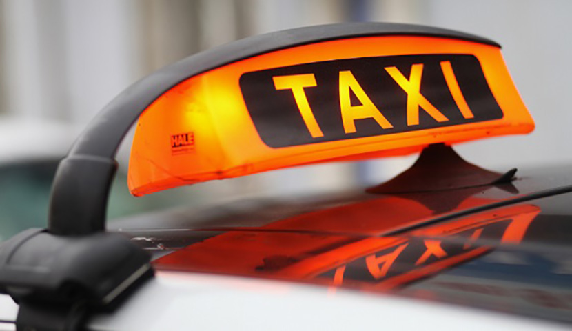 Таксист рассказывает этой женщине свою фантазию. Но никогда не ожидал, что последует после этого!