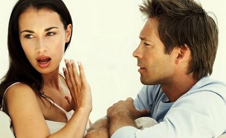Он убедил не покидать его, когда она обнаружила, что он обманывал ее. Но потрясена, когда узнала это годы спустя!