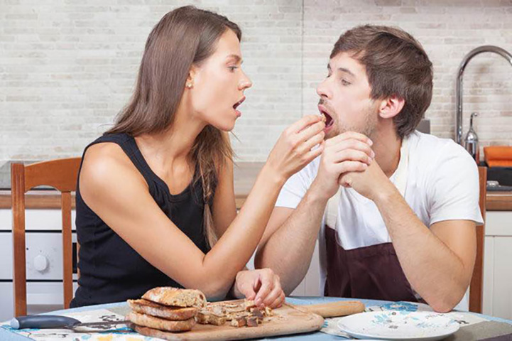 Мужчина не может найти девушку, которая бы понравилась его матери, но результат совершенно непредвиденный!