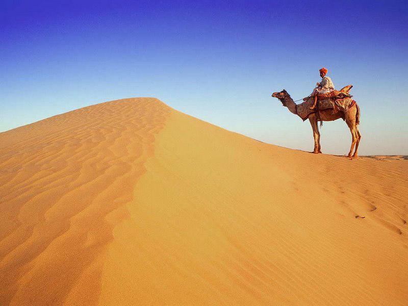 Этот человек умирал от жажды, когда потерялся в пустыне. Но то, что произошло, когда он встретил этого мужчину — самое смешное!