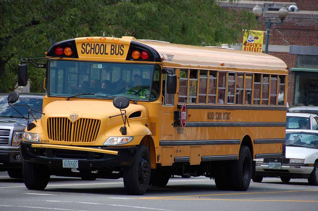 Мальчик жалуется своей маме, когда водитель автобуса издевается над ним. Что малыш говорит ему на следующий день – заставило его закрыть рот навсегда!