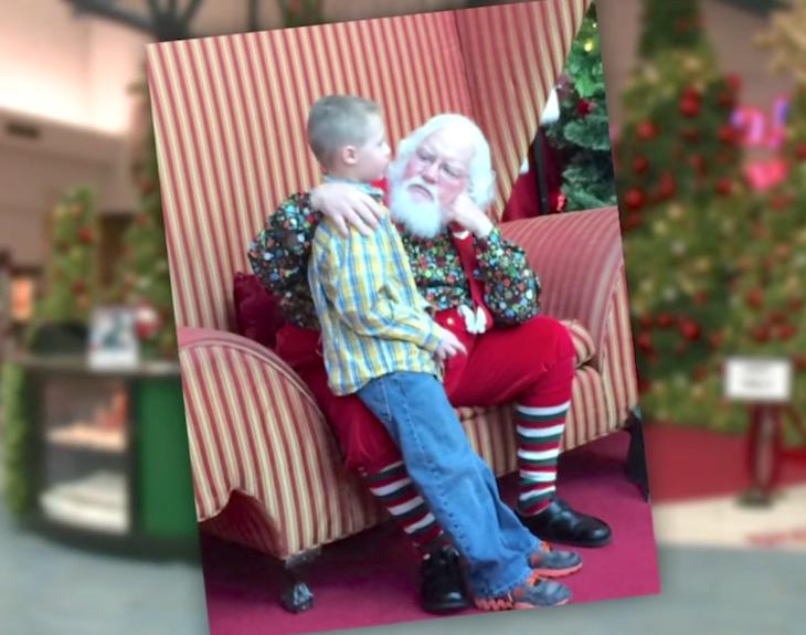 Аутичный мальчик рассказывает свою страшную тайну, Санта обнимает его и говорит эти замечательные слова!