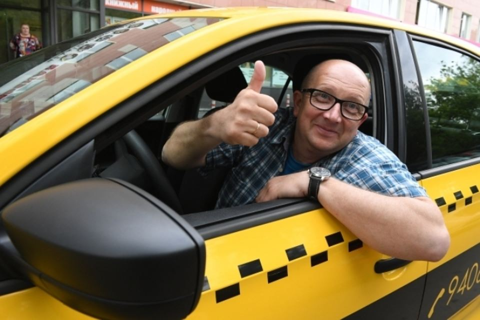 Таксист удивил пассажира, сказав, что он очень похож на другого мужчину. Тогда он говорит это!