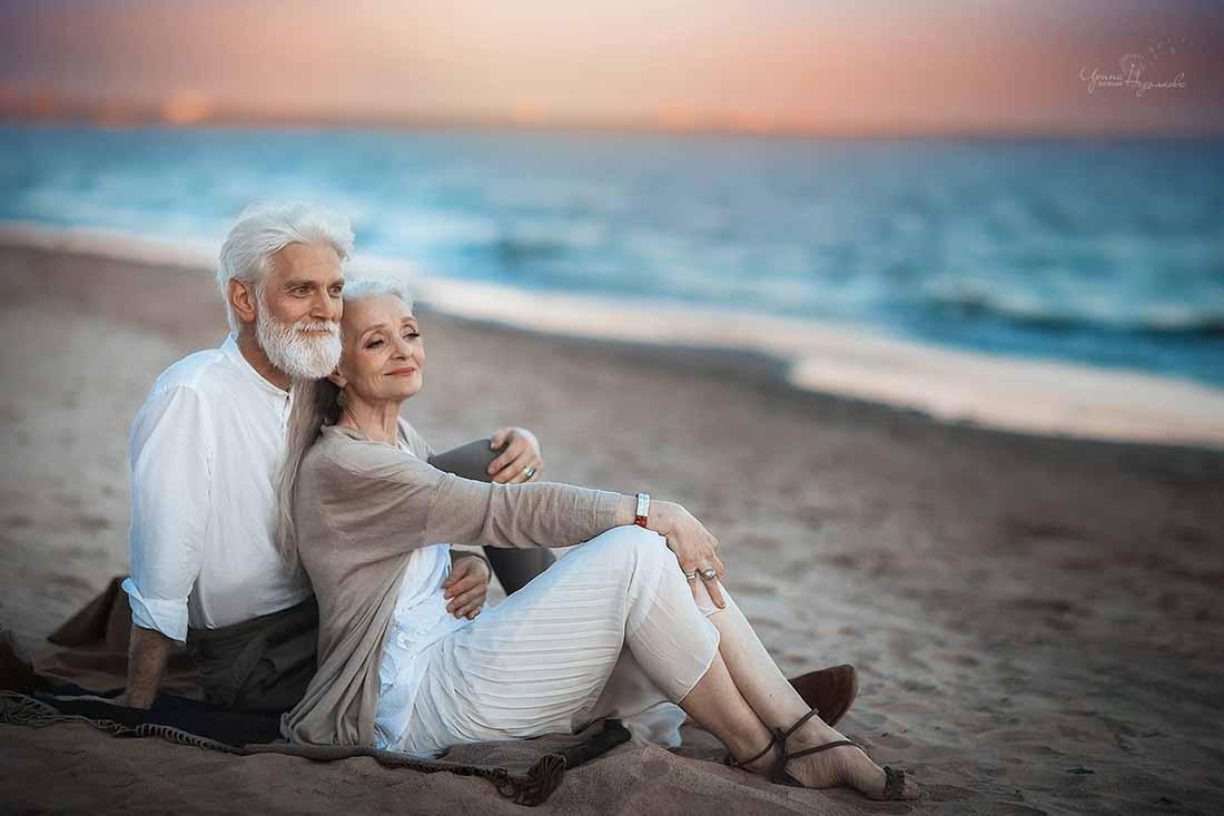 Офицер поймал пожилую пару на «горячем», но он никогда не ожидал такого объяснения!