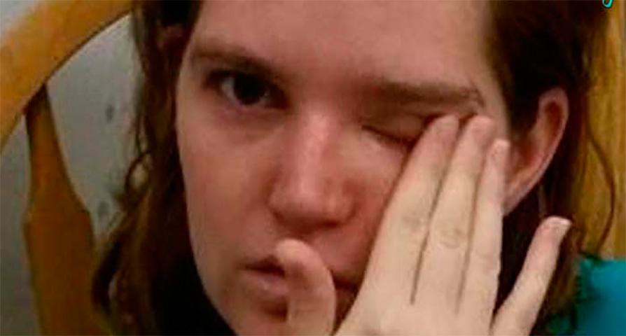 Маленькая девочка не знает, как было тяжело, когда ее отца уволили. Но она никогда не знала, что это случится с ее родителями!