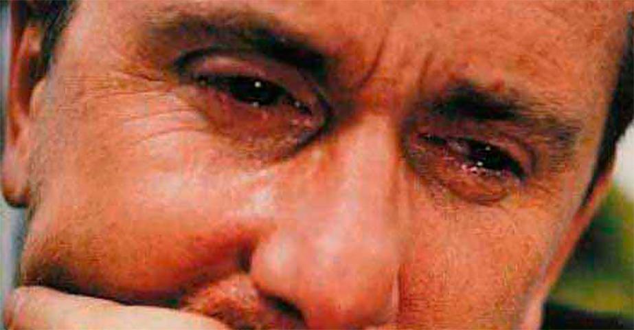 Он заплакал, когда мама рассказала ему секрет его отца. Но он никогда не знал, что его мама скажет это!