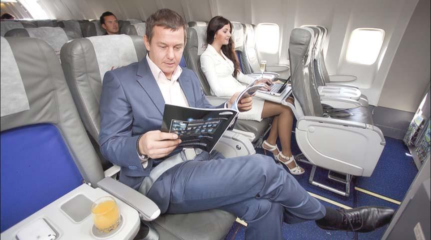 Человек, который сидел рядом с ним, беспокоил его. Что он сказал далее? Ой!