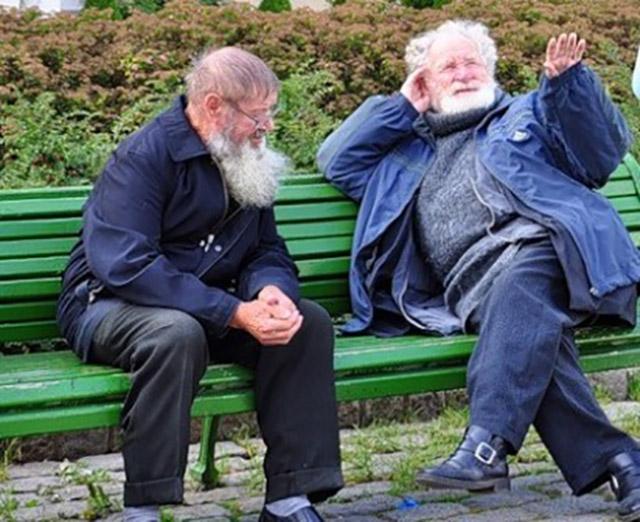 Пожилой человек потерял работу, но подождите, пока вы не узнаете его объяснения, как это произошло!