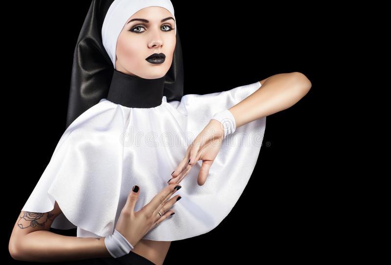 Солдат попросил монахиню защитить его, но то, что она сказала далее, просто шок!
