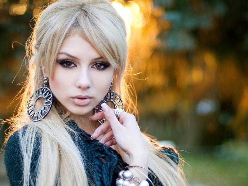Женщина здорово отомстила очень выпендривающейся блондинке!