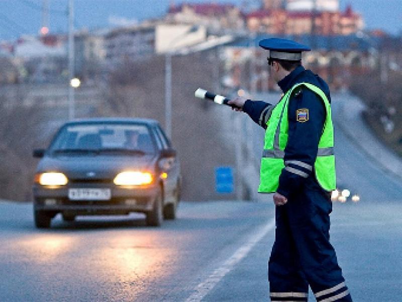 Гаишник хотел поскорее оштрафовать мужчину, но не тут то было!