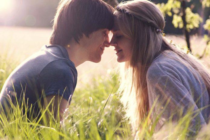 Красивые фотографии про любовь парня и девушки с надписями