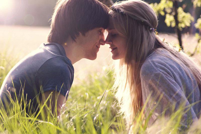 Парень думал, что больше никогда не увидит свою возлюбленную, но правда – так трогательно!