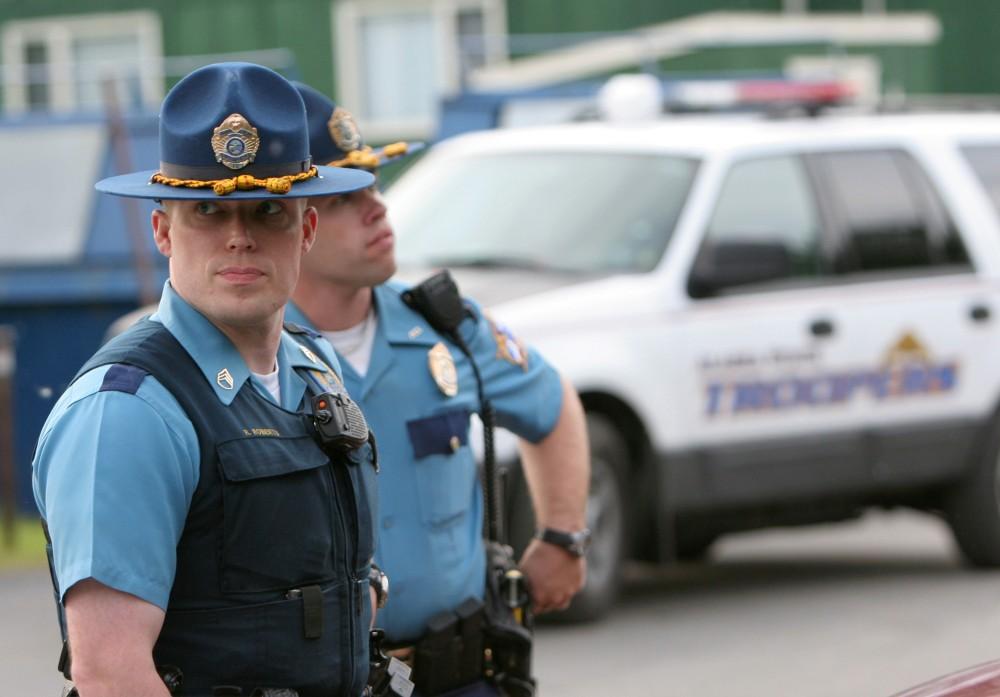 Пьяный медленно вышел из бара, но когда к нему подошел полицейский – это шок!