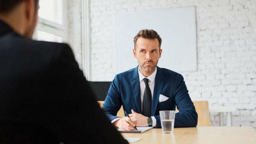 Генеральный менеджер был удивлен, когда этот человек опоздал на собеседование на 30 минут. Как он его проучил – золото!