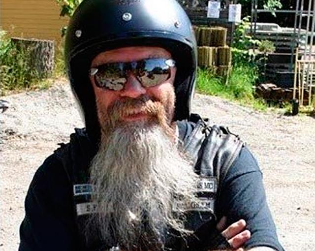 Женщина называет этого человека «грязный байкер». Итак, он написал это на Facebook в ответ!