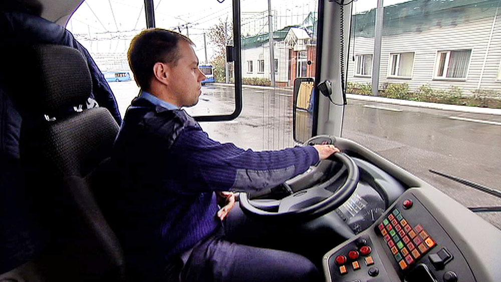 Беременная женщина села в автобус, и у нее внезапно начались схватки. Затем водитель автобуса сделал это!