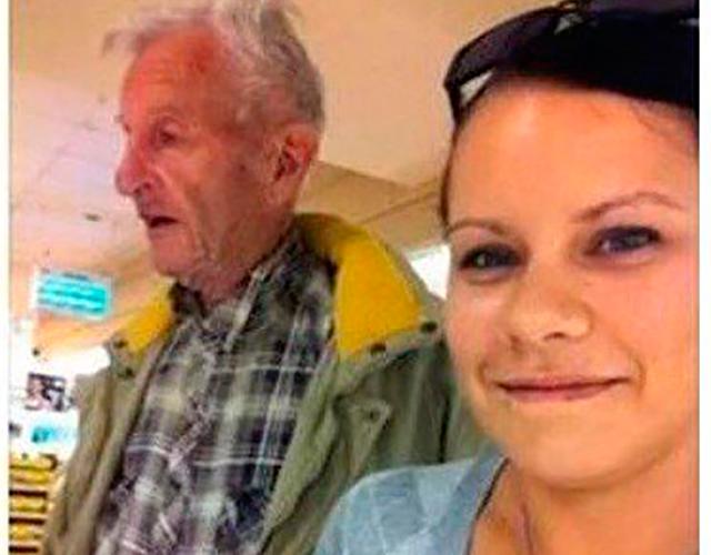 Женщина помогает 89-летнему мужчине. То, что она делает дальше, удивительно!