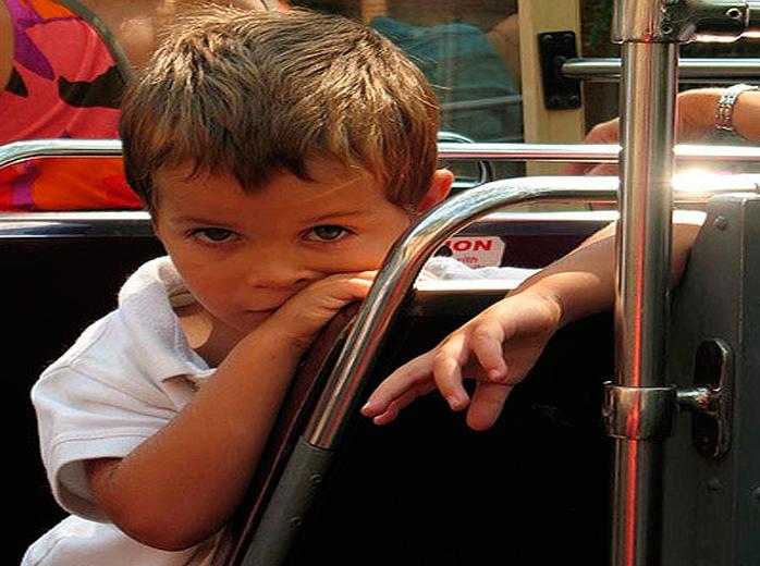 Маленький мальчик встречает священника. То, что сказал этот мальчик, оставило священника в шоке!