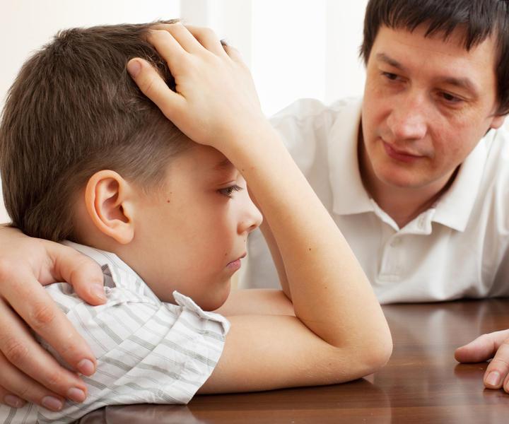 Этот маленький мальчик задал один и тот же вопрос сначала маме, а затем папе. Но ответ отца – истерика!