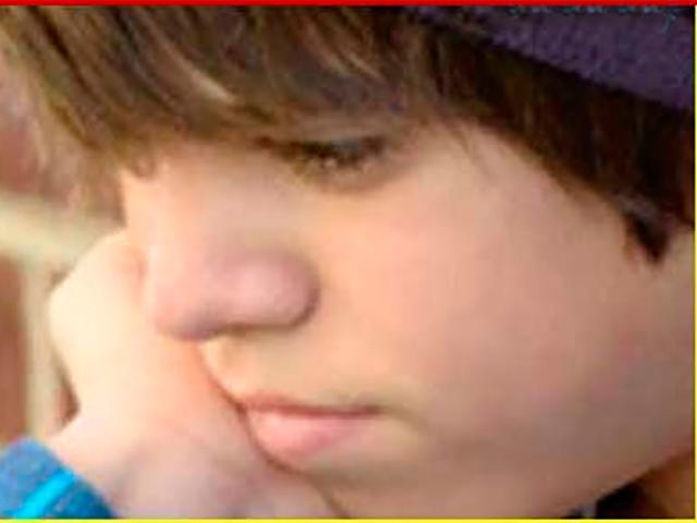 Этот бедный мальчик-подросток нашел 20 долларов на парковке возле магазина. Но его отец не мог сдержать слез, когда он сделал это!