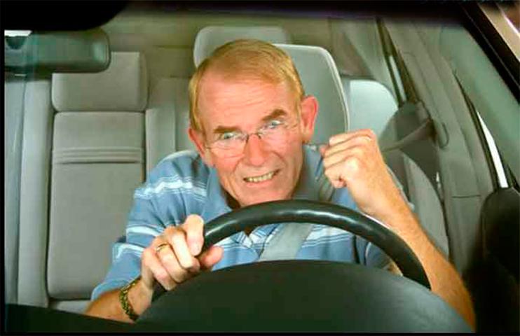 Жена звонит мужу предупредить его о сумасшедшей ситуации на межштатной дороге. Его ответ бесценен!