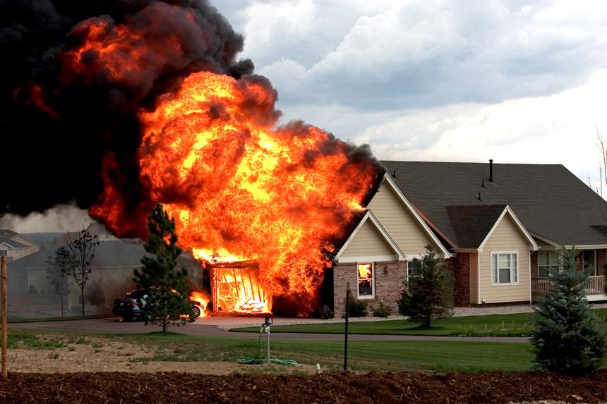 Этот мужчина увидел, что дом его друга горит. Но он никогда не ожидал этого!